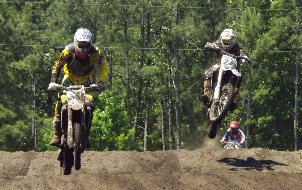 Florida MOTO News - Race Coverage of the 2014 FL/GA Spring Championship race at Bostwick Creek Mx Park - Daryl Thiel and Harold Glissen do battle at the 2014 FL/GA Spring Championship race at Bostwick Creek Mx Park.